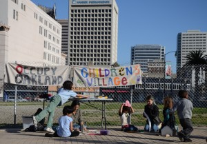 OccupyOakland_children_and_adults_getting_ready_to_march (000)